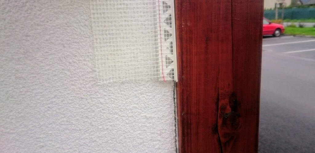 napojenie-omietky-drevenym-prvkom-fasady